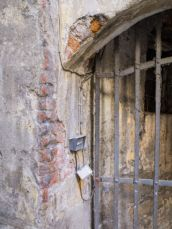 photo-24753803-steel-bar-window-in-tuscany-town