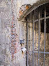 photo-24753803-steel-bar-window-in-tuscany-town